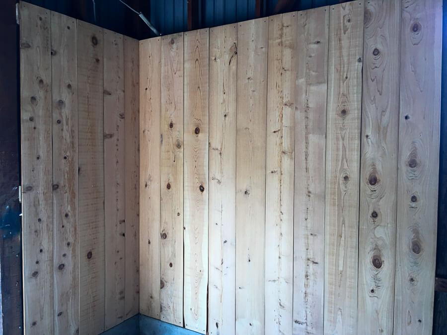 jiji201709-20_りんご直売所の壁板張り