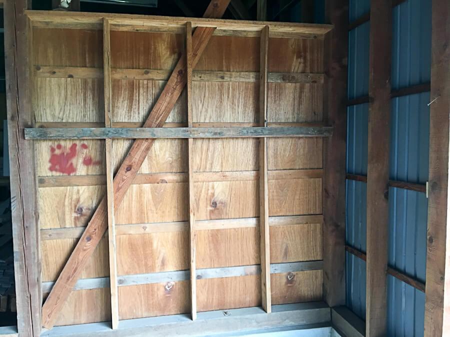 jiji201709-3_りんご直売所の壁板張り